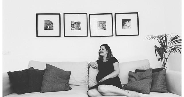 Zwangerschaps fotoshoot thuis in Boxmeer