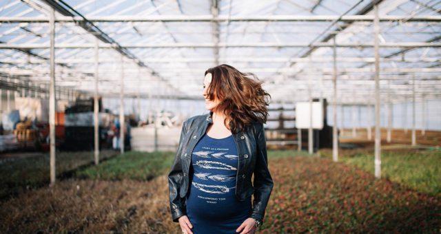 Stoere Zwangerschapsshoot in de kas