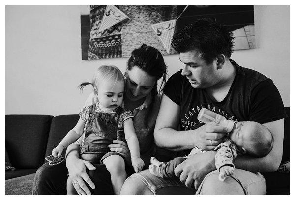oh-belle_pure-newbornshoot_day-in-the-life_newbornshoot-nijkerk_fotograaf-newborn_0009 Newborn shoot tijdens avondritueel