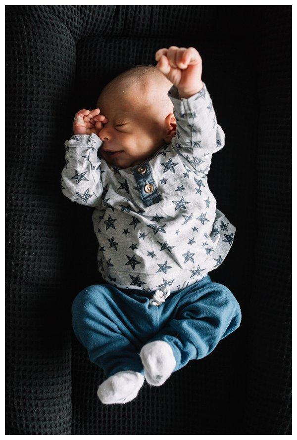 oh-belle_pure-newbornshoot_day-in-the-life_newbornshoot-nijkerk_fotograaf-newborn_0020 Newborn shoot tijdens avondritueel