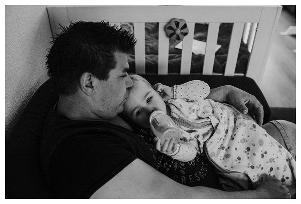 oh-belle_pure-newbornshoot_day-in-the-life_newbornshoot-nijkerk_fotograaf-newborn_0026 Newborn shoot tijdens avondritueel