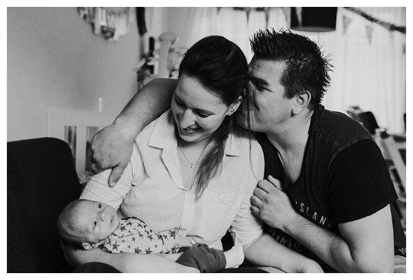 oh-belle_pure-newbornshoot_day-in-the-life_newbornshoot-nijkerk_fotograaf-newborn_0031 Newborn shoot tijdens avondritueel