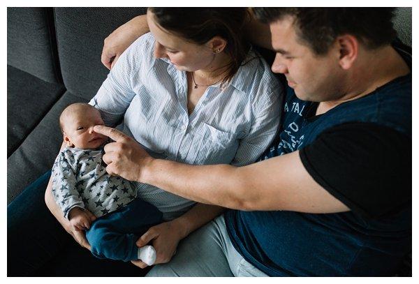 oh-belle_pure-newbornshoot_day-in-the-life_newbornshoot-nijkerk_fotograaf-newborn_0032 Newborn shoot tijdens avondritueel