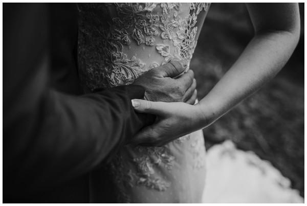 oh-belle_bruidsfotograaf_trouwen-in-een-tent_bruiloft-regen-fotografie_regen-tijdens-bruiloft_trouwfotograaf-Utrecht_0122 Bruiloft Evertjan Monique, trouwen in een tent