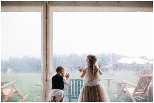 oh-belle_bruidsfotograaf_trouwen-in-een-tent_bruiloft-regen-fotografie_regen-tijdens-bruiloft_trouwfotograaf-Utrecht_0138 Bruiloft Evertjan Monique, trouwen in een tent