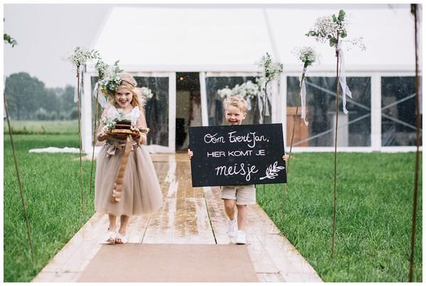 oh-belle_bruidsfotograaf_trouwen-in-een-tent_bruiloft-regen-fotografie_regen-tijdens-bruiloft_trouwfotograaf-Utrecht_0141 Bruiloft Evertjan Monique, trouwen in een tent