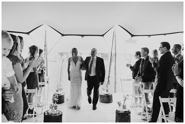 oh-belle_bruidsfotograaf_trouwen-in-een-tent_bruiloft-regen-fotografie_regen-tijdens-bruiloft_trouwfotograaf-Utrecht_0142 Bruiloft Evertjan Monique, trouwen in een tent