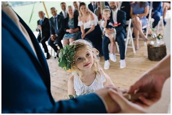 oh-belle_bruidsfotograaf_trouwen-in-een-tent_bruiloft-regen-fotografie_regen-tijdens-bruiloft_trouwfotograaf-Utrecht_0152 Bruiloft Evertjan Monique, trouwen in een tent