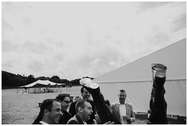 oh-belle_bruidsfotograaf_trouwen-in-een-tent_bruiloft-regen-fotografie_regen-tijdens-bruiloft_trouwfotograaf-Utrecht_0161 Bruiloft Evertjan Monique, trouwen in een tent
