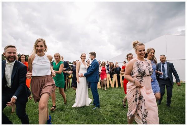 oh-belle_bruidsfotograaf_trouwen-in-een-tent_bruiloft-regen-fotografie_regen-tijdens-bruiloft_trouwfotograaf-Utrecht_0162 Bruiloft Evertjan Monique, trouwen in een tent
