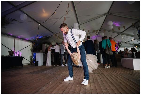 oh-belle_bruidsfotograaf_trouwen-in-een-tent_bruiloft-regen-fotografie_regen-tijdens-bruiloft_trouwfotograaf-Utrecht_0168 Bruiloft Evertjan Monique, trouwen in een tent