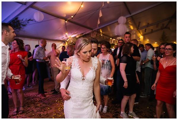 oh-belle_bruidsfotograaf_trouwen-in-een-tent_bruiloft-regen-fotografie_regen-tijdens-bruiloft_trouwfotograaf-Utrecht_0177 Bruiloft Evertjan Monique, trouwen in een tent