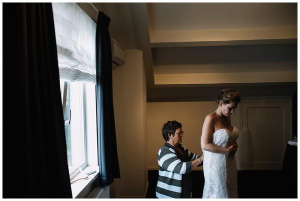 oh-belle_bruidsfotograag_fotograaf-trouwen-ermelo_trouwen-op-de-hei_pure-trouwfotos_bruidsfotograaf-utrecht_0009 Trouwen in een tent en een mint groene tuk tuk
