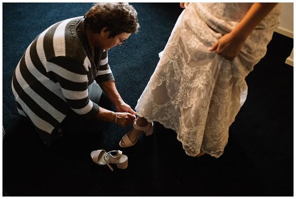 oh-belle_bruidsfotograag_fotograaf-trouwen-ermelo_trouwen-op-de-hei_pure-trouwfotos_bruidsfotograaf-utrecht_0010 Trouwen in een tent en een mint groene tuk tuk