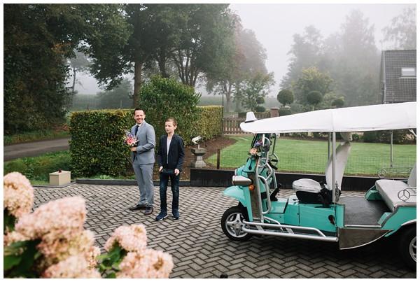 oh-belle_bruidsfotograag_fotograaf-trouwen-ermelo_trouwen-op-de-hei_pure-trouwfotos_bruidsfotograaf-utrecht_0012 Trouwen in een tent en een mint groene tuk tuk