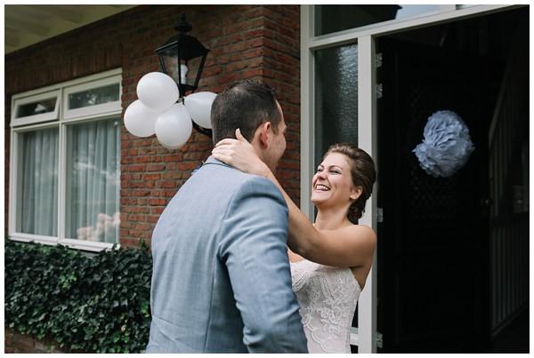 oh-belle_bruidsfotograag_fotograaf-trouwen-ermelo_trouwen-op-de-hei_pure-trouwfotos_bruidsfotograaf-utrecht_0014 Trouwen in een tent en een mint groene tuk tuk