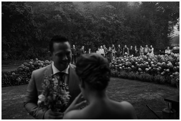 oh-belle_bruidsfotograag_fotograaf-trouwen-ermelo_trouwen-op-de-hei_pure-trouwfotos_bruidsfotograaf-utrecht_0015 Trouwen in een tent en een mint groene tuk tuk