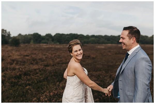 oh-belle_bruidsfotograag_fotograaf-trouwen-ermelo_trouwen-op-de-hei_pure-trouwfotos_bruidsfotograaf-utrecht_0021 Trouwen in een tent en een mint groene tuk tuk