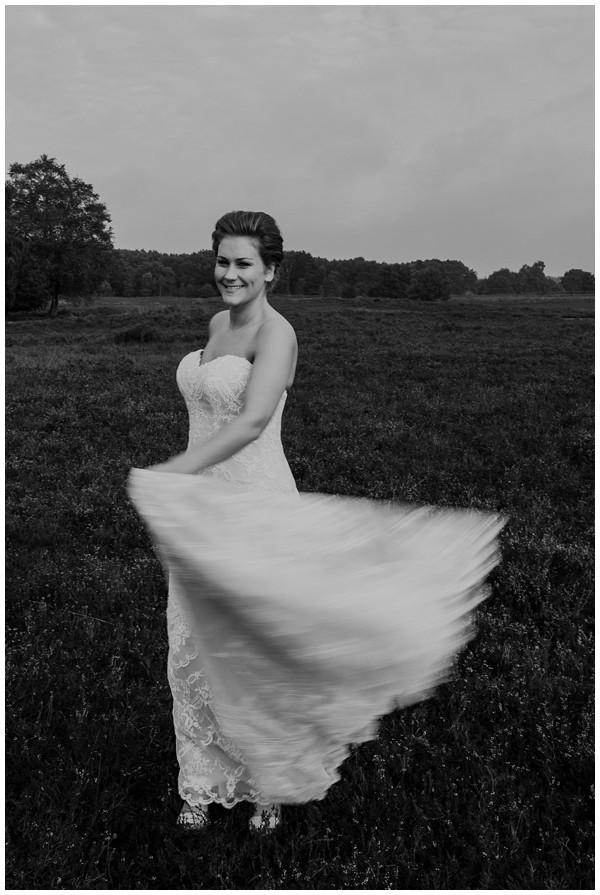 oh-belle_bruidsfotograag_fotograaf-trouwen-ermelo_trouwen-op-de-hei_pure-trouwfotos_bruidsfotograaf-utrecht_0023 Trouwen in een tent en een mint groene tuk tuk