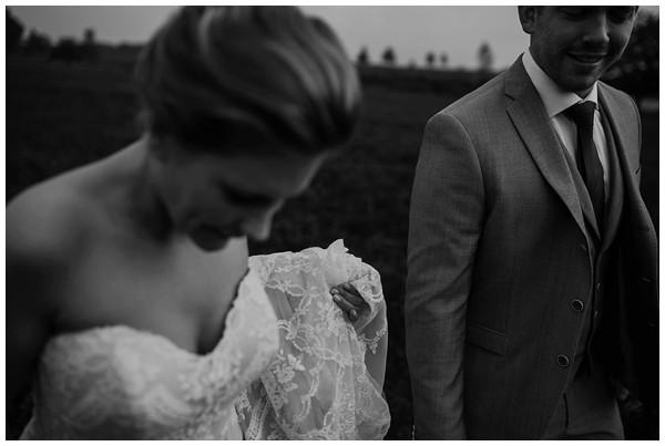 oh-belle_bruidsfotograag_fotograaf-trouwen-ermelo_trouwen-op-de-hei_pure-trouwfotos_bruidsfotograaf-utrecht_0024 Trouwen in een tent en een mint groene tuk tuk