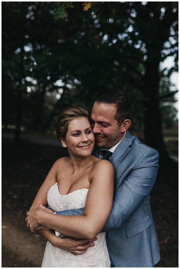 oh-belle_bruidsfotograag_fotograaf-trouwen-ermelo_trouwen-op-de-hei_pure-trouwfotos_bruidsfotograaf-utrecht_0026 Trouwen in een tent en een mint groene tuk tuk