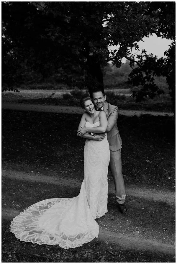 oh-belle_bruidsfotograag_fotograaf-trouwen-ermelo_trouwen-op-de-hei_pure-trouwfotos_bruidsfotograaf-utrecht_0027 Trouwen in een tent en een mint groene tuk tuk