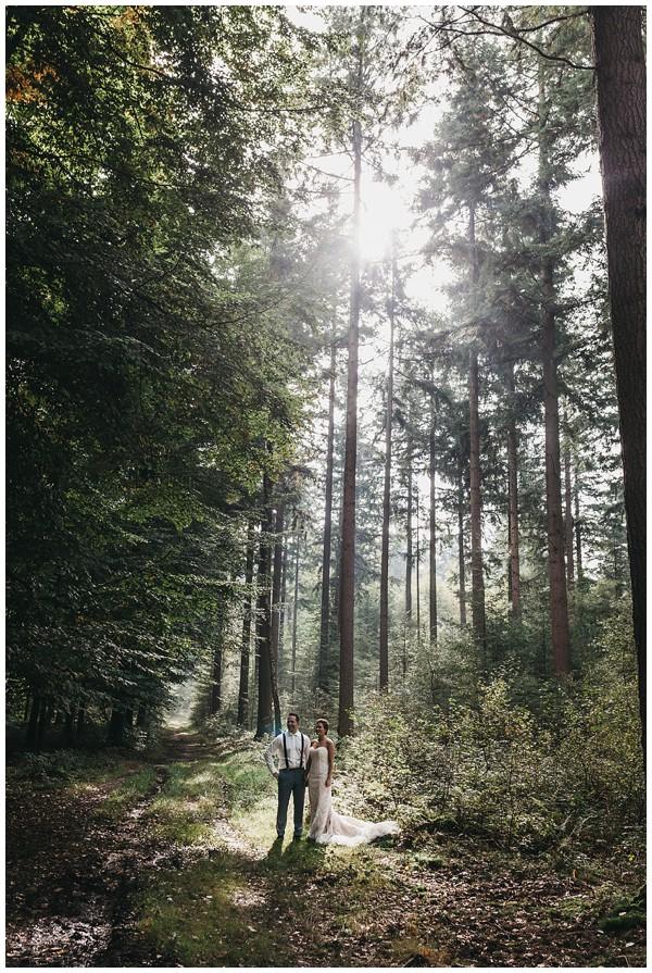 oh-belle_bruidsfotograag_fotograaf-trouwen-ermelo_trouwen-op-de-hei_pure-trouwfotos_bruidsfotograaf-utrecht_0030 Trouwen in een tent en een mint groene tuk tuk