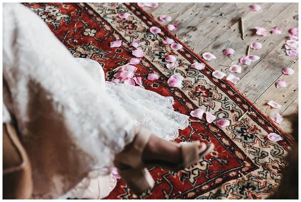 oh-belle_bruidsfotograag_fotograaf-trouwen-ermelo_trouwen-op-de-hei_pure-trouwfotos_bruidsfotograaf-utrecht_0033 Trouwen in een tent en een mint groene tuk tuk
