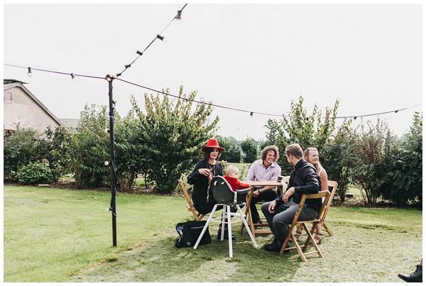 oh-belle_bruidsfotograag_fotograaf-trouwen-ermelo_trouwen-op-de-hei_pure-trouwfotos_bruidsfotograaf-utrecht_0044 Trouwen in een tent en een mint groene tuk tuk