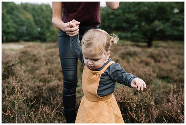 oh-belle_gezinsshoot-herfst_gezinsfotos-buiten-herfst_fotoshoot-herfst_fotoshoot-buiten_fotograaf-veenendaal_fotoshoot-slaperdijk_0076 Gezinsshoot herfst