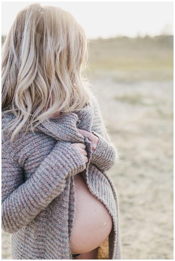 oh-belle_zwangerschapsshoot_pure-zwangerschapsfotos_fotograaf-veenendaal_zwangerschapfoto-veenendaal_0126 Zwangerschap Wekeromse Zand