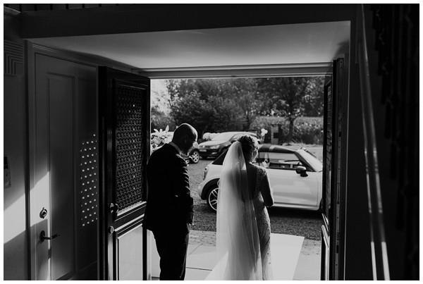 oh-belle_bruiloft_renswoude_trouwen-bij-moeke_te-leuk-trouwen_thuis-trouwen-tent_0030 Trouwen bij je ouderlijk huis