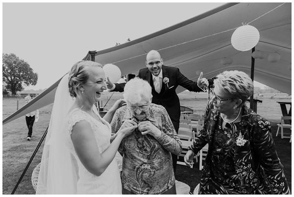 oh belle_bruiloft_renswoude_trouwen bij moeke_te leuk trouwen_thuis trouwen tent_0051