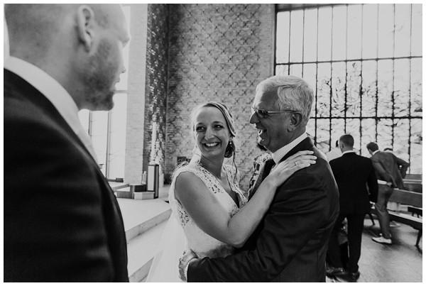 oh belle_bruiloft_renswoude_trouwen bij moeke_te leuk trouwen_thuis trouwen tent_0057