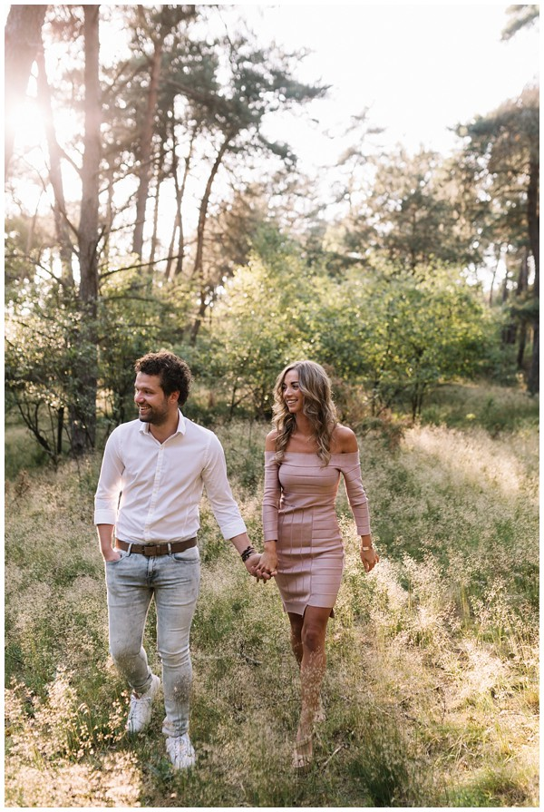 ohbelle_fotograaf-utrecht_loveshoot-lifestyle_lifestyle-fotograaf_natuurlijke-fotos-loveshoot_loveshoot-wekeromse-zand_tips-loveshoot_0004 Loveshoot golden hour Wekeromse Zand