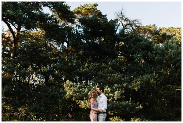 ohbelle_fotograaf-utrecht_loveshoot-lifestyle_lifestyle-fotograaf_natuurlijke-fotos-loveshoot_loveshoot-wekeromse-zand_tips-loveshoot_0005 Loveshoot golden hour Wekeromse Zand