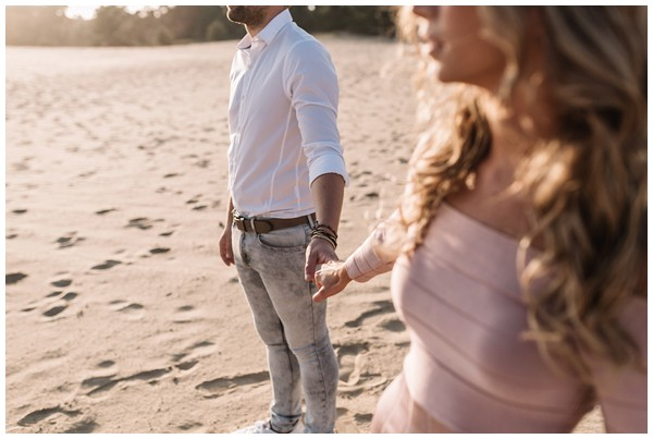 ohbelle_fotograaf-utrecht_loveshoot-lifestyle_lifestyle-fotograaf_natuurlijke-fotos-loveshoot_loveshoot-wekeromse-zand_tips-loveshoot_0013 Loveshoot golden hour Wekeromse Zand