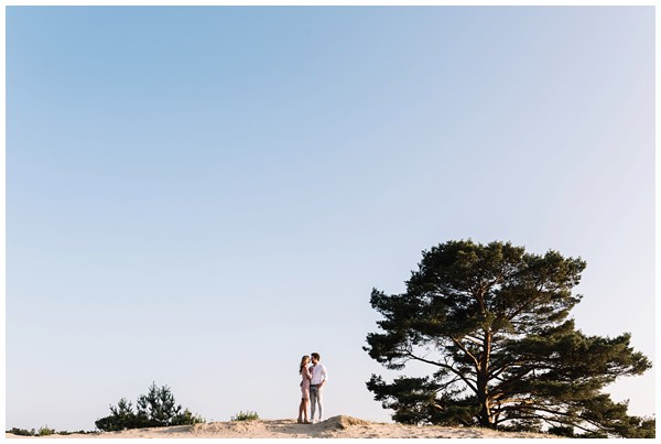 ohbelle_fotograaf-utrecht_loveshoot-lifestyle_lifestyle-fotograaf_natuurlijke-fotos-loveshoot_loveshoot-wekeromse-zand_tips-loveshoot_0014 Loveshoot golden hour Wekeromse Zand