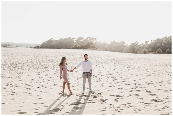 ohbelle_fotograaf-utrecht_loveshoot-lifestyle_lifestyle-fotograaf_natuurlijke-fotos-loveshoot_loveshoot-wekeromse-zand_tips-loveshoot_0021 Loveshoot golden hour Wekeromse Zand