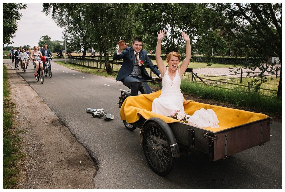 ohbelle_website_blog_bruiloft_fotograaf_ederveen_bruiloft-bakfiets_spelletjes-bruiloft_0461 Bruiloft Ederveen met spelletjes, bakfiets en bierfiets